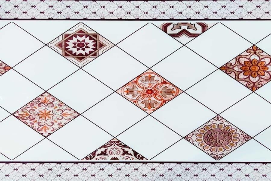 Самоклеюча вінілова плитка СВП 213 орнамент глянець 600х600х1,5мм в Україні. Доступні ціни в магазині Буд-Бум