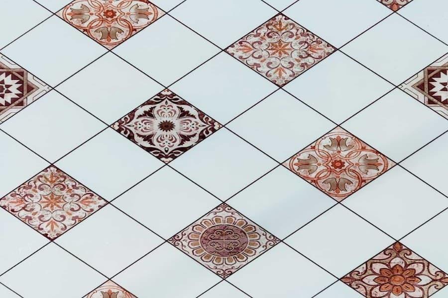 Самоклеюча вінілова плитка СВП 214 орнамент глянець 600х600х1,5мм в Україні. Доступні ціни в магазині Буд-Бум