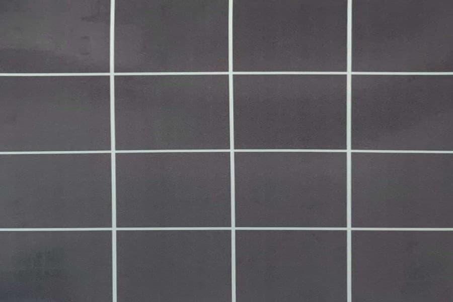 Самоклеюча вінілова плитка СВП 216 квадрати темно-сірий глянець 600х600х1,5мм в Україні. Доступні ціни магазин Буд-Бум