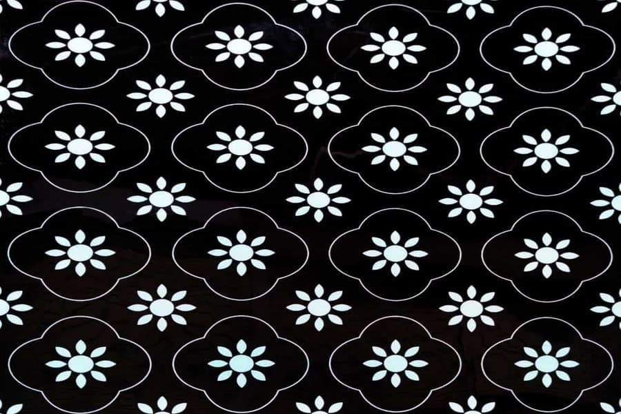 Самоклеюча вінілова плитка СВП 217 квіточки чорно-білі глянець 600х600х1,5мм в Україні. Доступні ціни магазин Буд-Бум